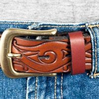 Handgjorda bälten i läder med mönster
